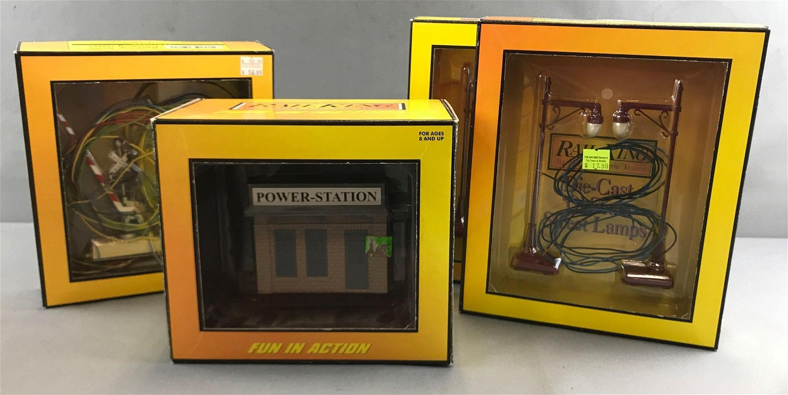 Group of 4 Rail King model railroad accessories and