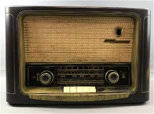 Vintage Grundig Majestic Model 1055W/3D Radio