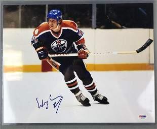 Wayne Gretzy Signed Hockey Photo