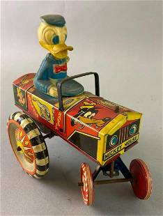 Donald Duck Wind Up Tin Toy