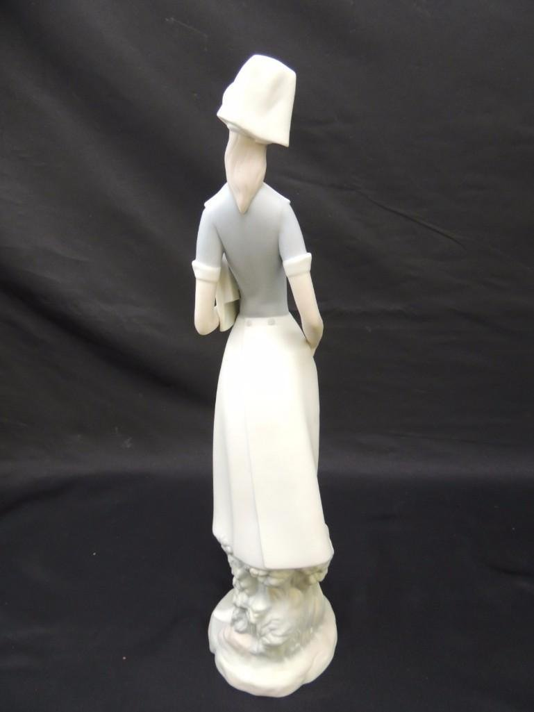 Lladro Porcelain Figurine of Standing Nurse - 2