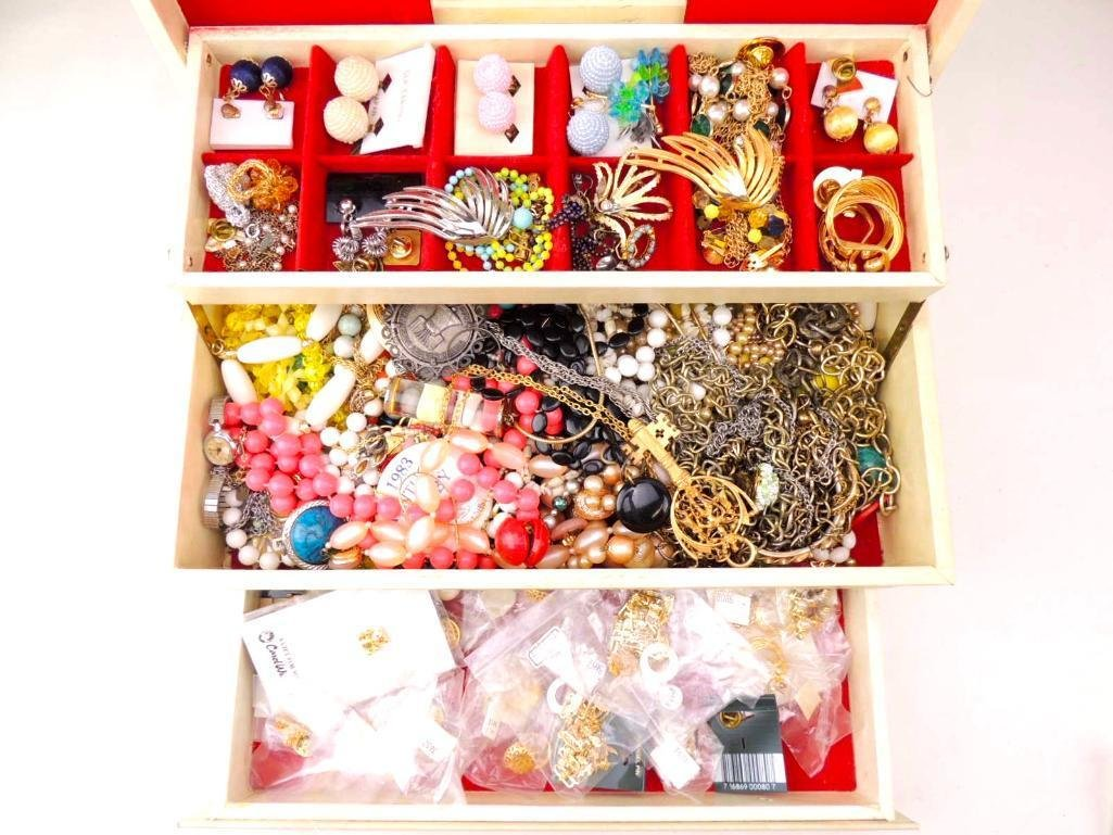 Large Lot of Vintage/Modern Costume Jewelry
