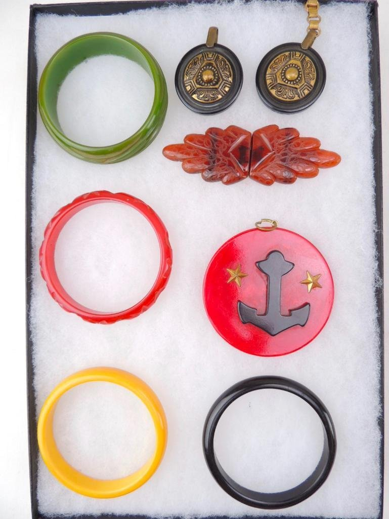 Lot of Vintage Bakelite Jewelry