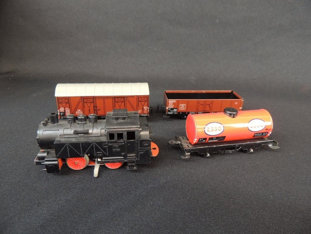 German Clockworks BUB 0-4-07 Locomotive and 3 Tin Litho