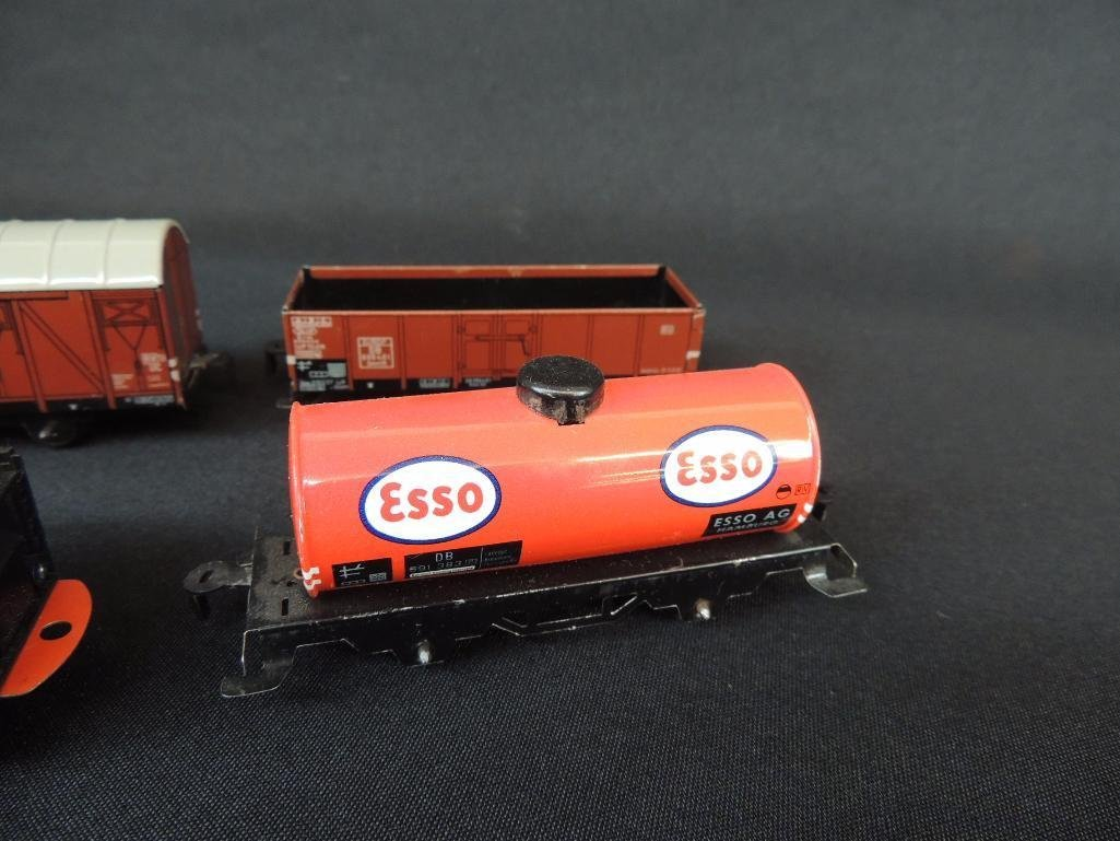 German Clockworks BUB 0-4-07 Locomotive and 3 Tin Litho - 2