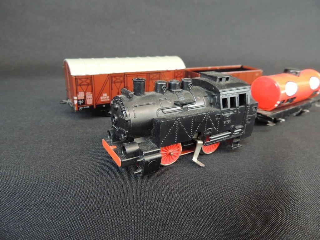 German Clockworks BUB 0-4-07 Locomotive and 3 Tin Litho - 3