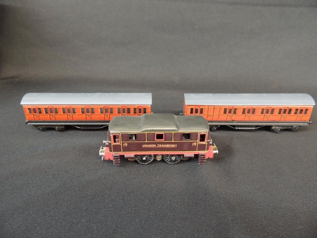 Pre War British Trix #19 London Transport with 2 Coach
