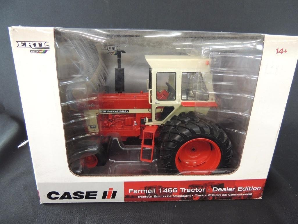 ERTL Case International Farmall 1466 Dealer Edition
