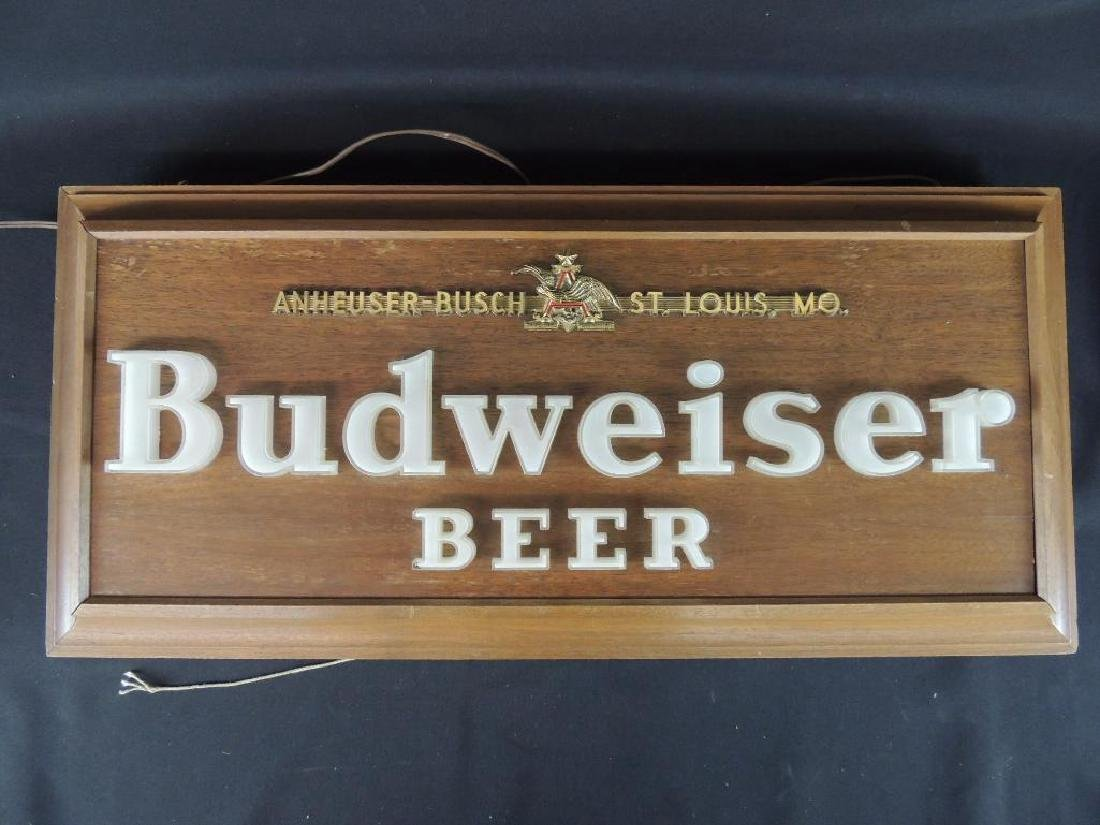 Budweiser Vintage Advertising Light Up Beer Sign
