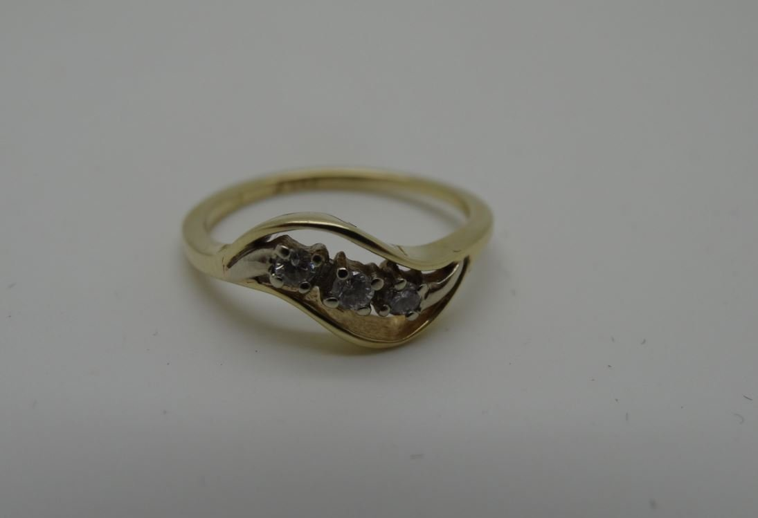14K YELLOW GOLD 0.12CTTW DIAMOND WAVE RING SIZE 6.25