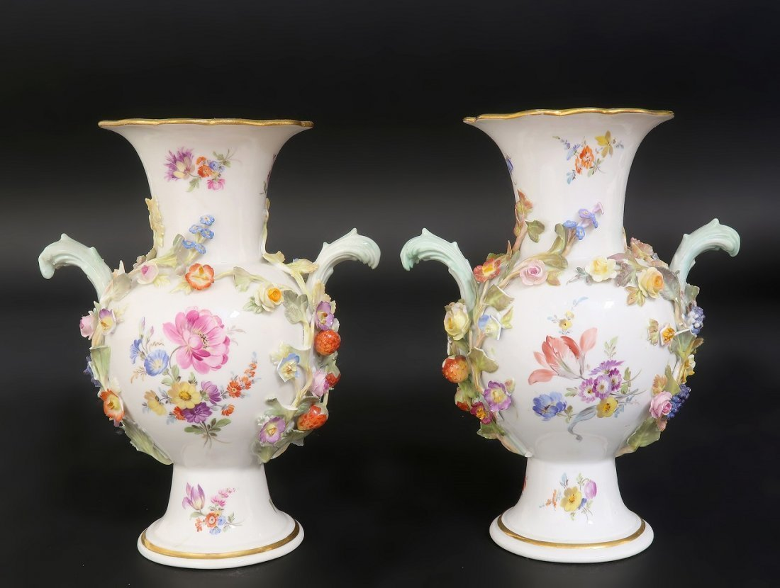 Pair of Meissen Flower encrusted Porcelain Vases - 4