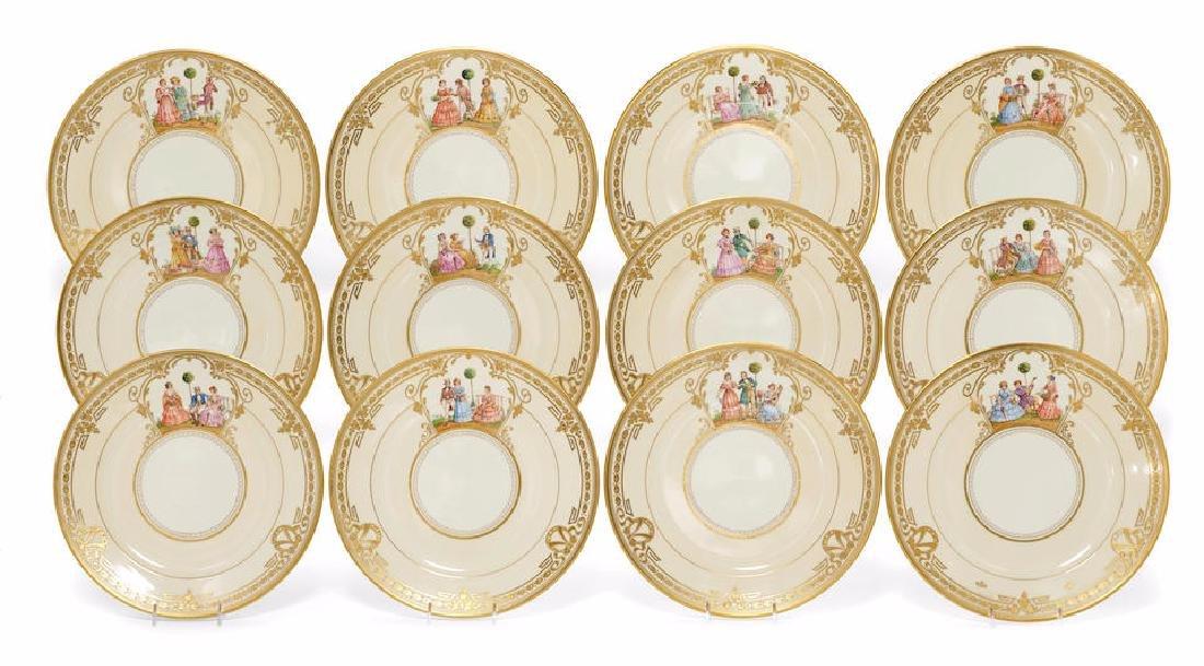 12 DRESDEN PORCELAIN DINNER PLATES SET