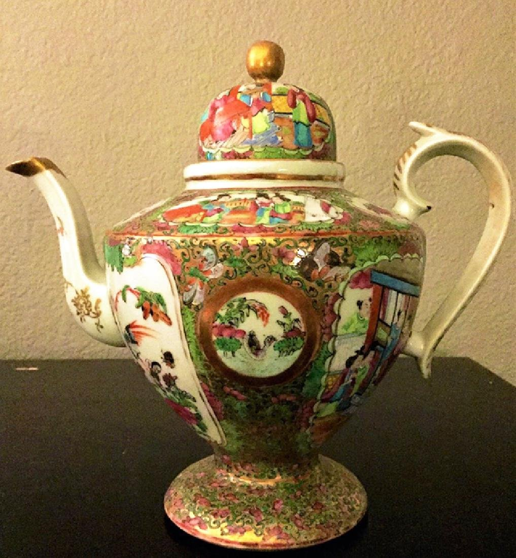 Exceptional Chinese Porcelain Teapot