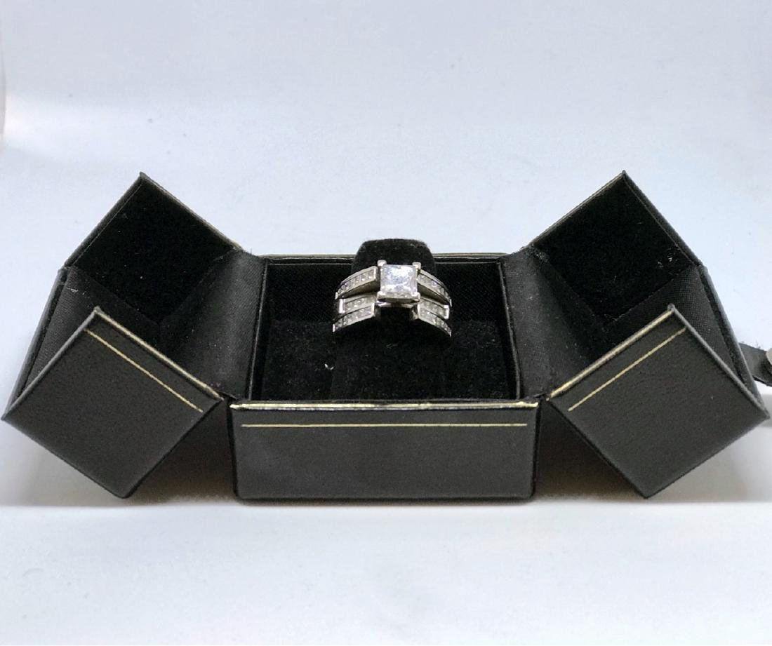 Lady's 18kt White Gold With Diamonds Engagement Ring