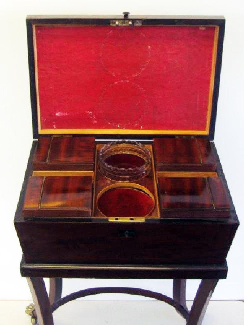 English Regency mahogany teapoy with string inlay - 2