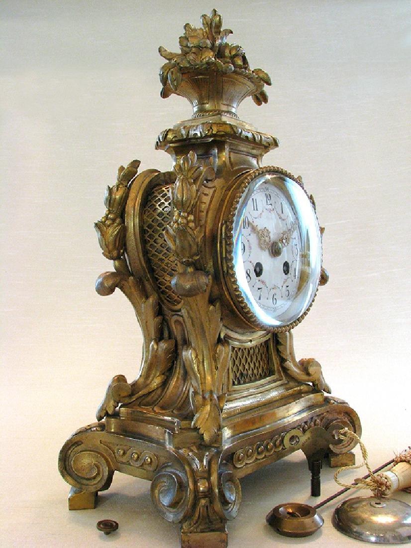 19th C. Elegant Gilt Bronze Rococo style Mantel Clock - 4