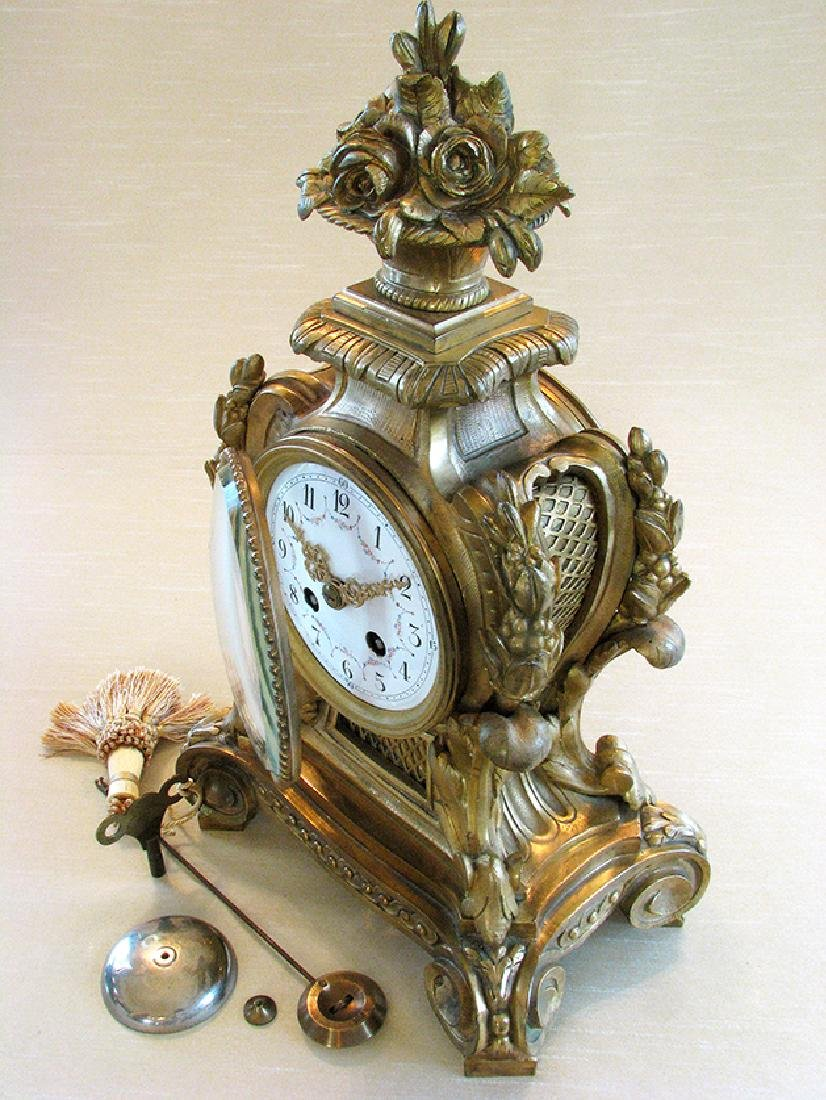 19th C. Elegant Gilt Bronze Rococo style Mantel Clock - 5