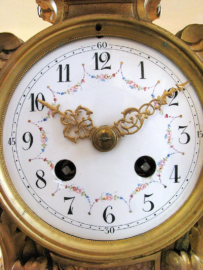 19th C. Elegant Gilt Bronze Rococo style Mantel Clock - 8