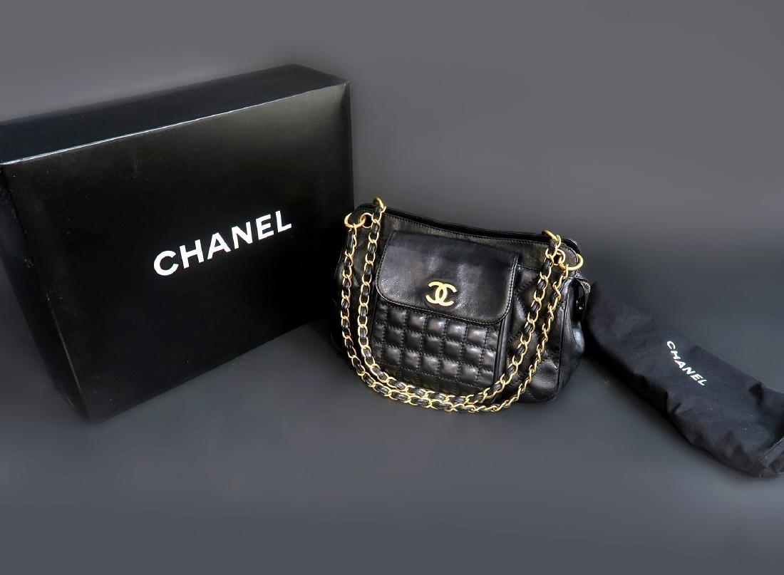 CHANEL Jumbo Chain Shoulder Bag