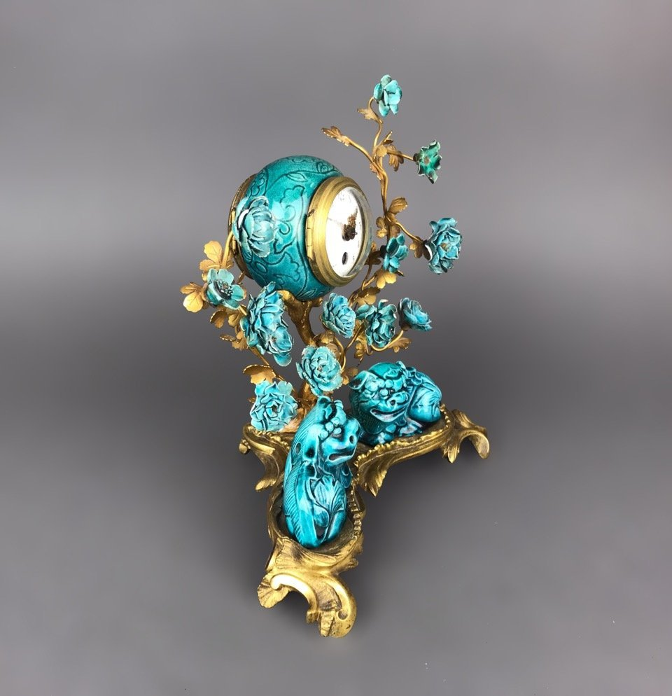 19th C. French Gilt Bronze & Chinese Porcelain Clock - 4