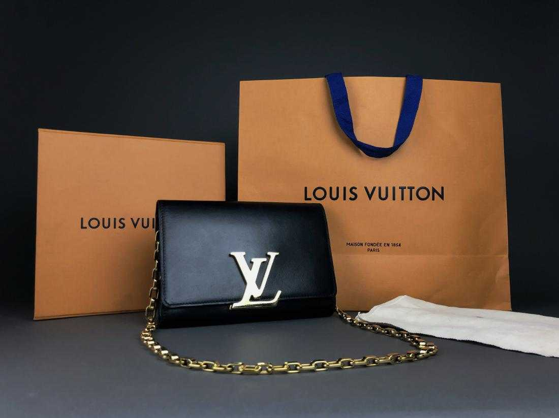 71a6ab854a31 LOUIS VUITTON Black Leather  Louise  GM Clutch - Gold
