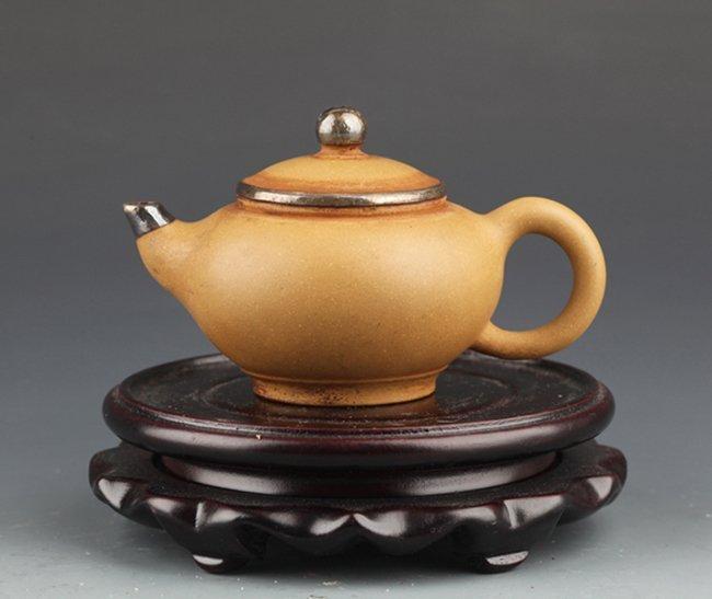Zisha Teapot by Fan Liang Jun 范兰君
