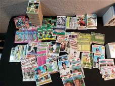 VINTAGE BASEBALL CARD LOT IN NEAR MINT WITH SOME MINOR