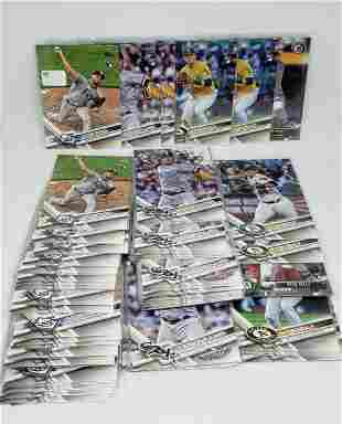 LOT OF 70 BASEBALL CARDS  ROOKIE CARDS