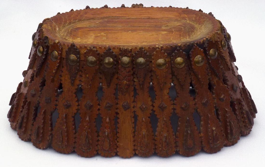 Tramp art, Folk Art Basket in an unusual form - 10