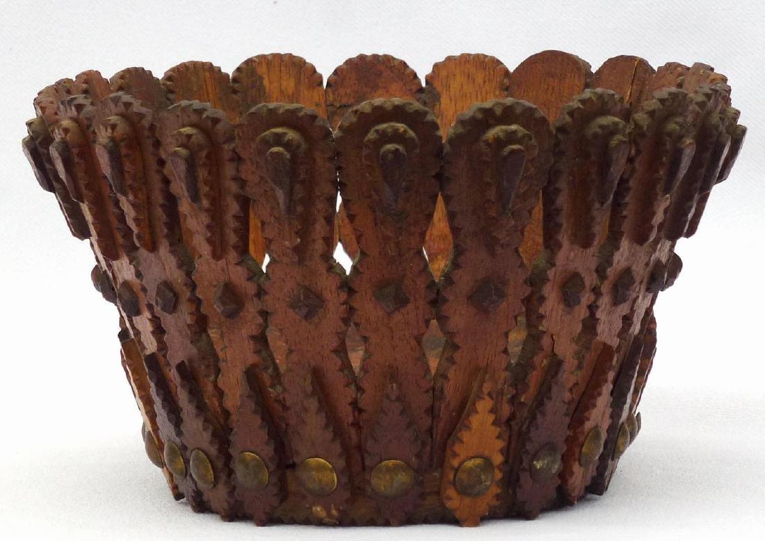 Tramp art, Folk Art Basket in an unusual form - 3