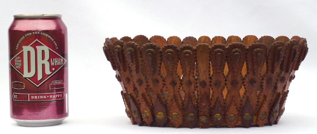 Tramp art, Folk Art Basket in an unusual form - 5