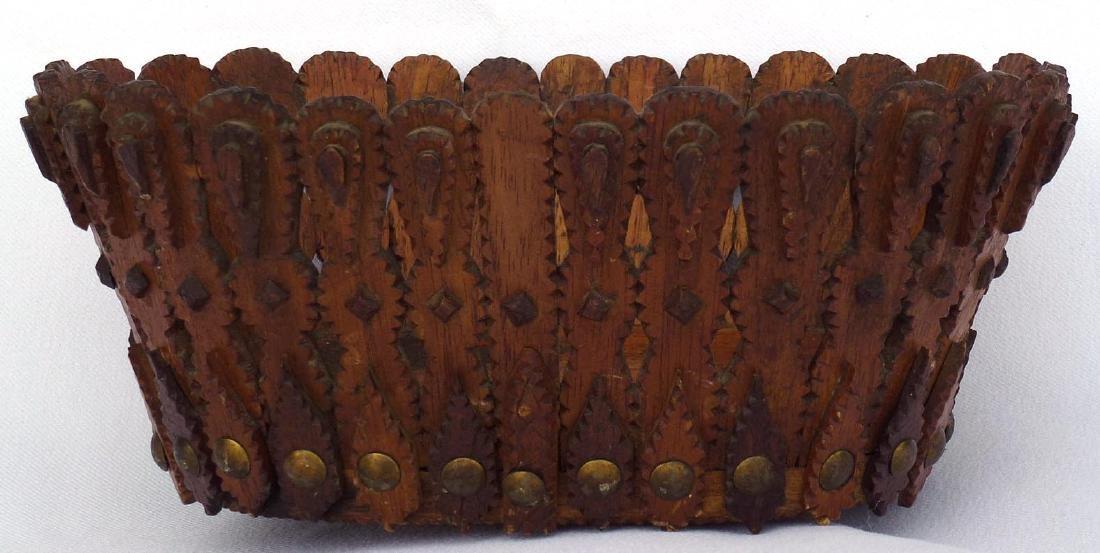 Tramp art, Folk Art Basket in an unusual form - 7