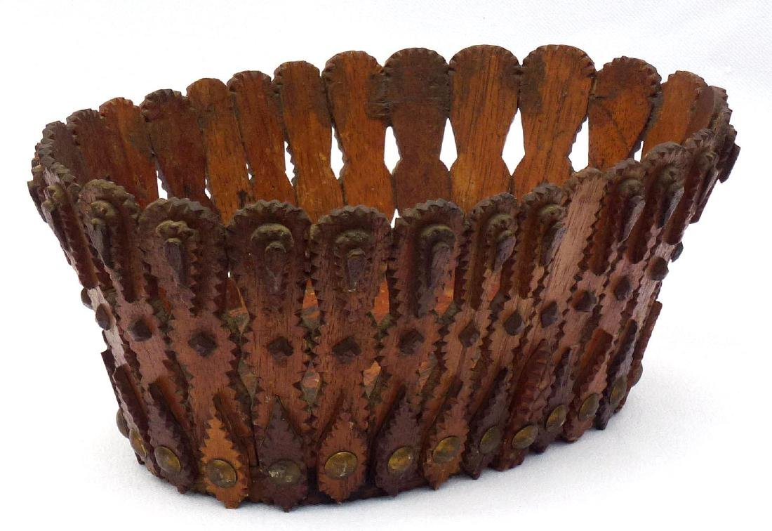 Tramp art, Folk Art Basket in an unusual form - 9