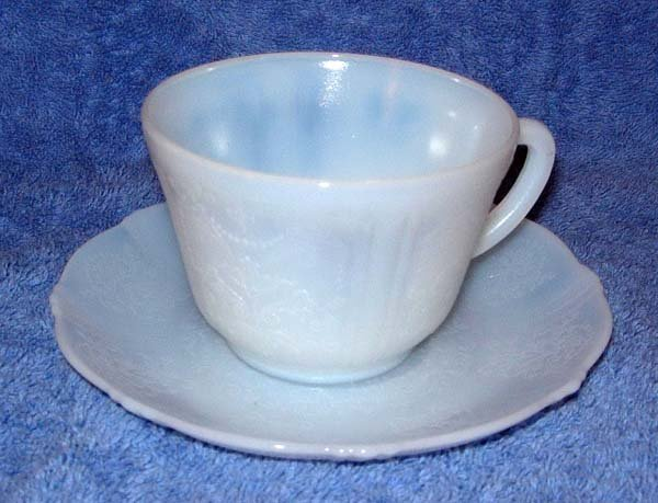 1022: 1930's AMERICAN SWEETHEART CUP & SAUCER
