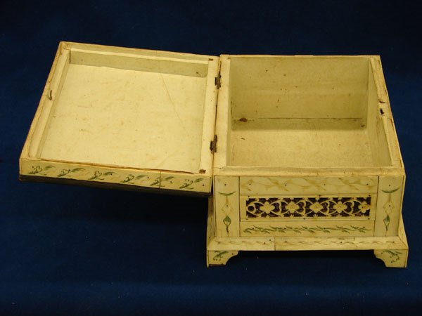 2510: Ivory tiled box with top cover missing