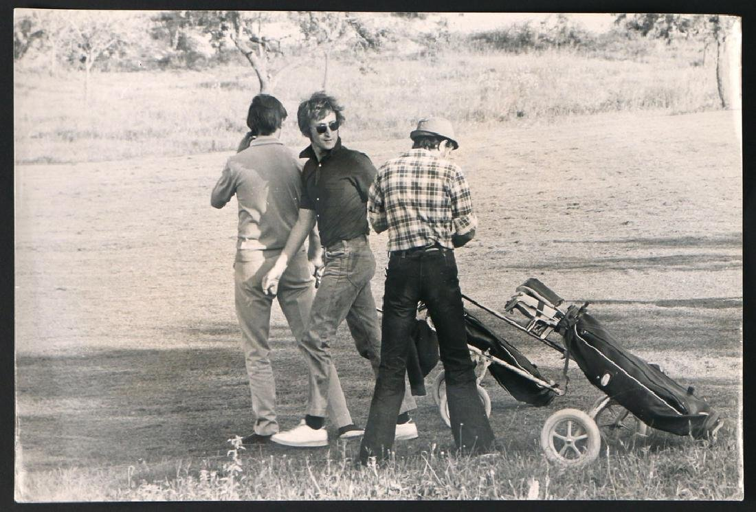 (5pc) RARE PHOTOGRAPHS OF JOHN LENNON & YOKO - 2