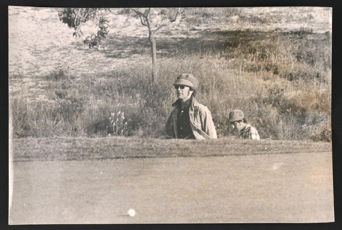 (5pc) RARE PHOTOGRAPHS OF JOHN LENNON & YOKO - 3