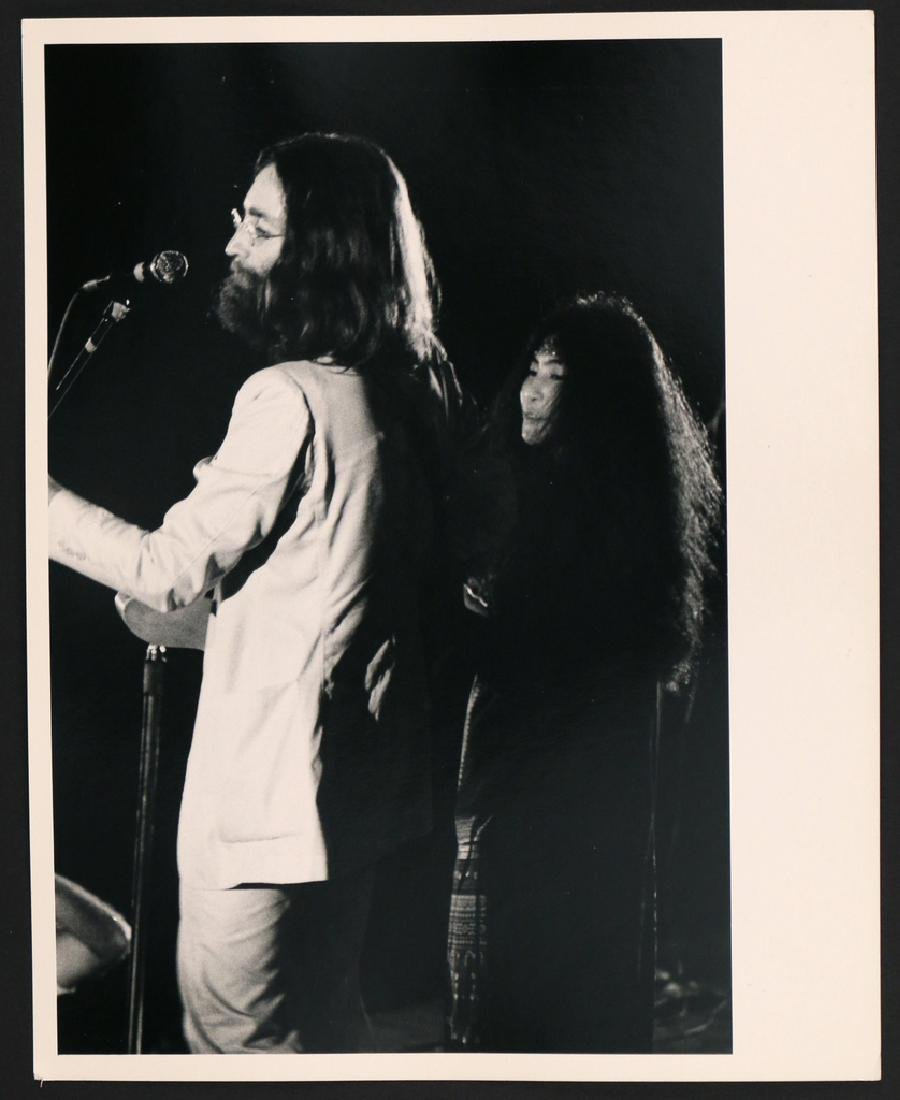 (5pc) RARE PHOTOGRAPHS OF JOHN LENNON & YOKO - 4