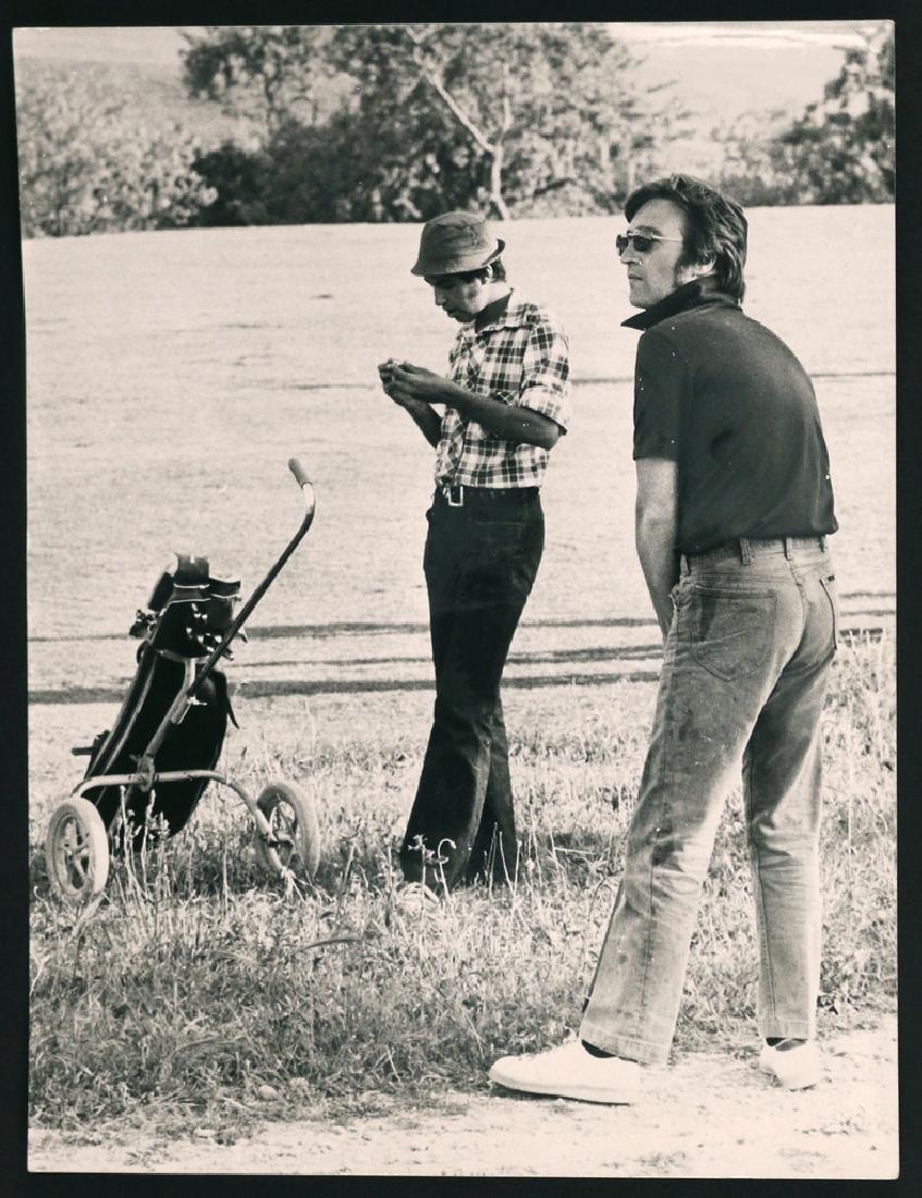 (5pc) RARE PHOTOGRAPHS OF JOHN LENNON & YOKO - 5