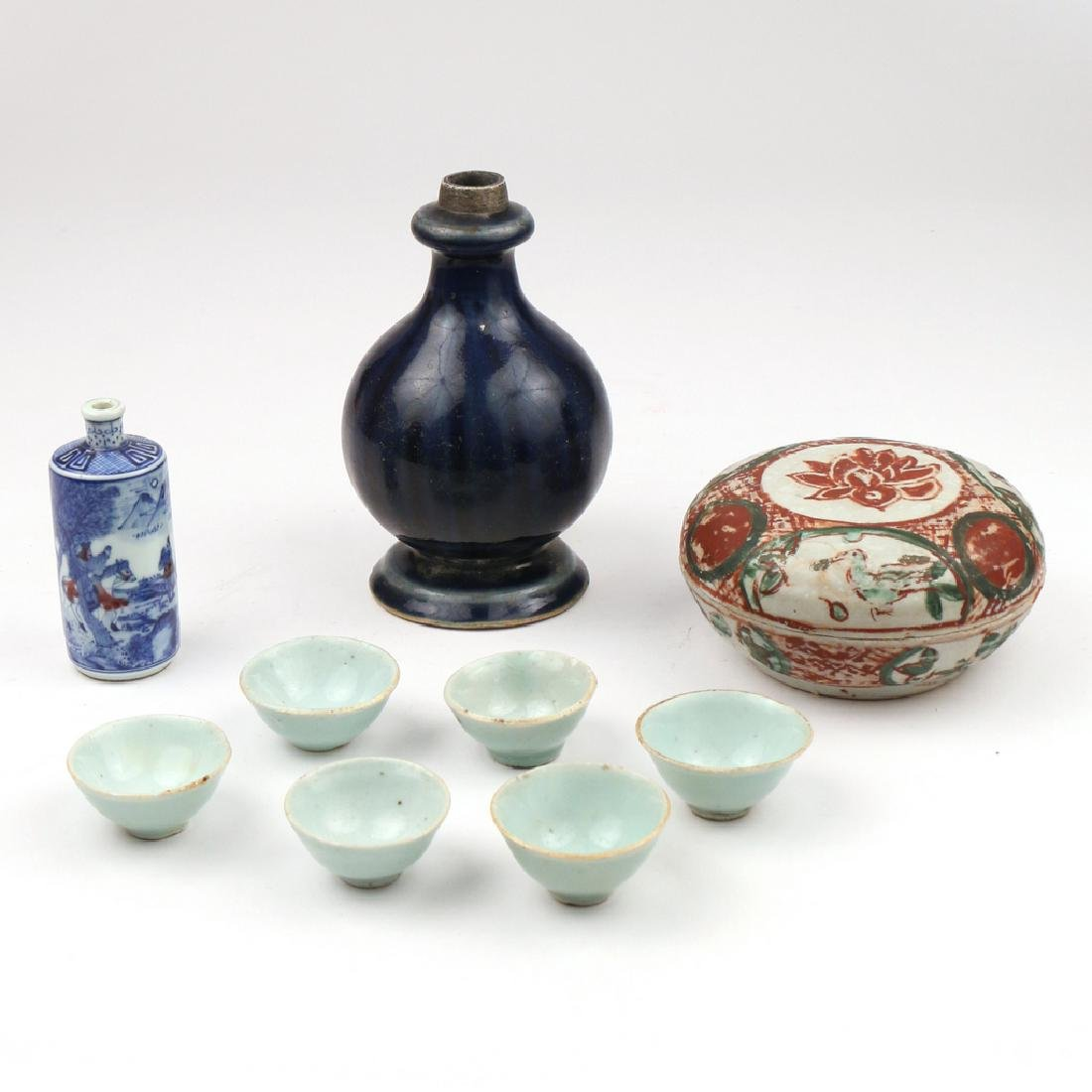 (9pc) SMALL CHINESE PORCELAIN ITEMS