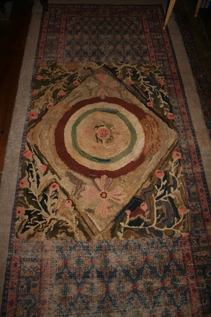 14: EARLY HOOKED RUG, FLORAL W/DIAMOND MEDAL