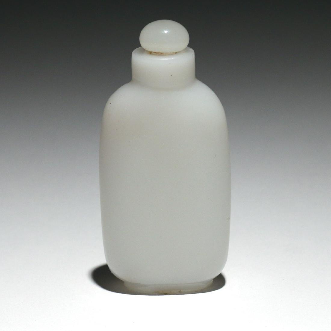 CHINESE WHITE HARDSTONE SNUFF BOTTLE