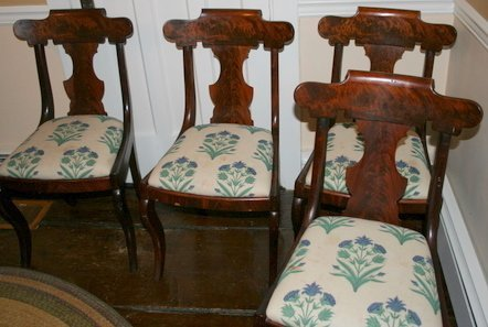 10: SET OF 4 EMPIRE SABER LEG SIDE CHAIRS, SEAT H.16
