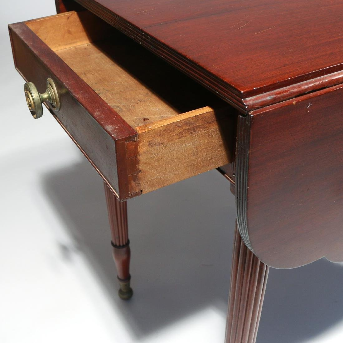 LATE FEDERAL CARVED MAHOGANY PEMBROKE TABLE - 5