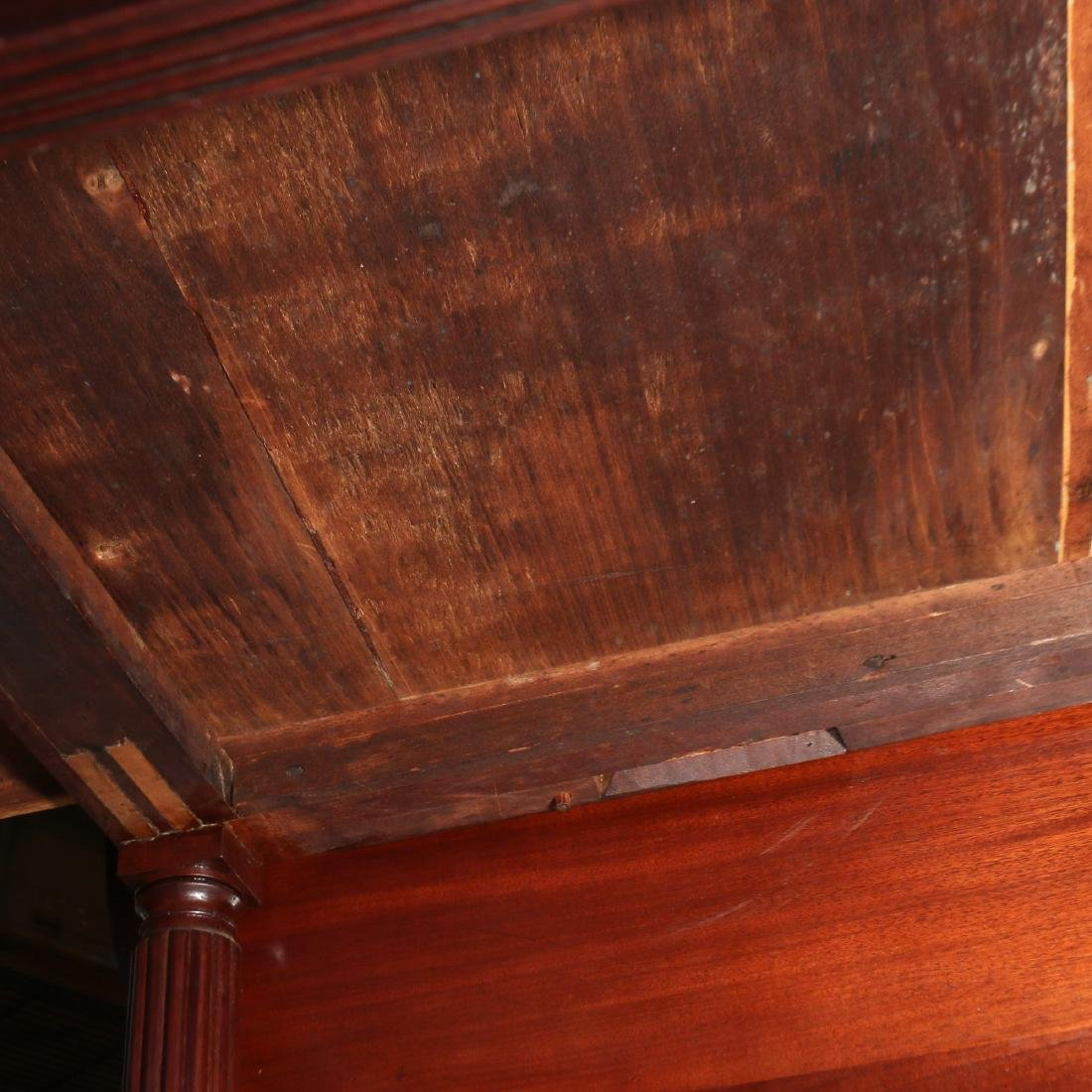 LATE FEDERAL CARVED MAHOGANY PEMBROKE TABLE - 8
