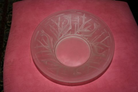11) FROSTED BOWL, LALIQUE STYLE W/RAISED FISH DEC