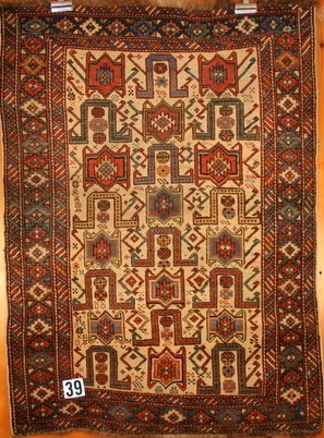 39) ANTIQU SHIRVAN PRAYER RUG, CREAM FIELD,