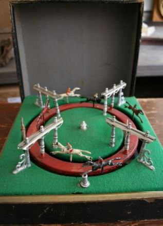 1G: LATE 19/E. 20TH C. BOXED  FRENCH RACEHORSE  GAME