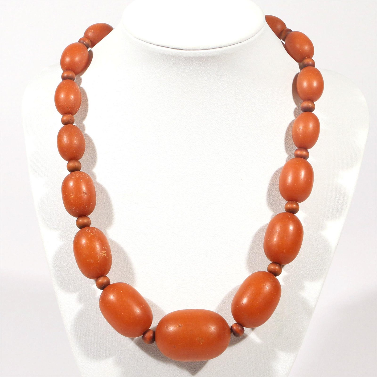 GRADUATED AMBER BEAD NECKLACE