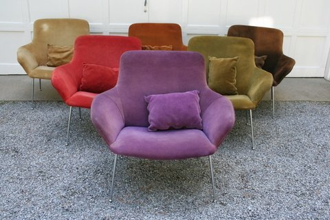 258) SET 6 POUL NORREKLIT EASY CHAIRS; SUEDE